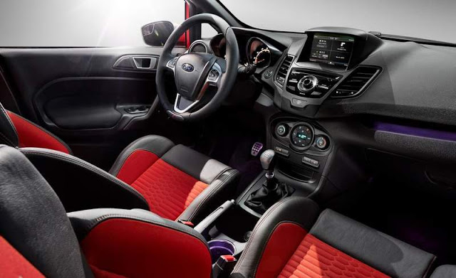 Novo Fiesta 2015 hatch Interior