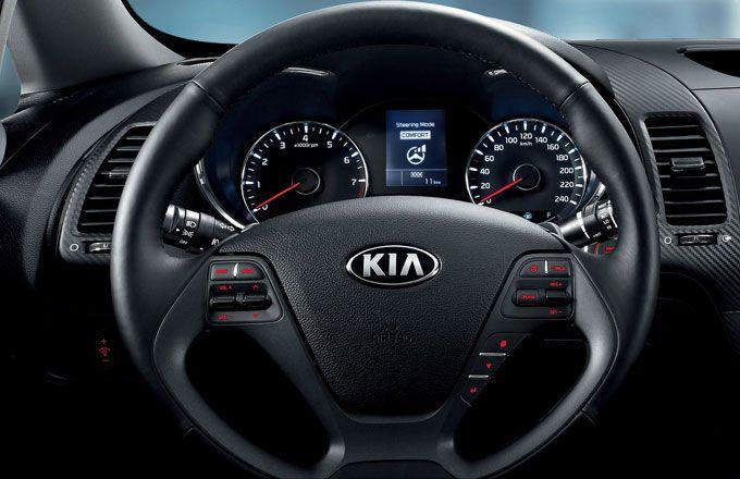 Nissan Sentra ou Kia Cerato - Por dentro