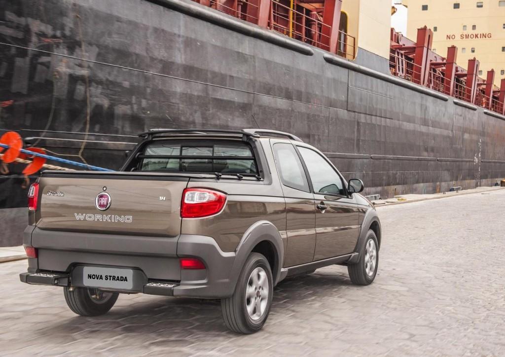 Novo Fiat Strada 2015 Caçamba e interior