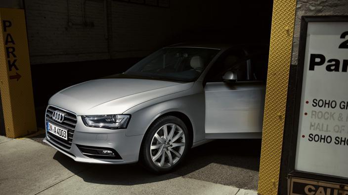 novo-audi-a4-sedan-2015-14