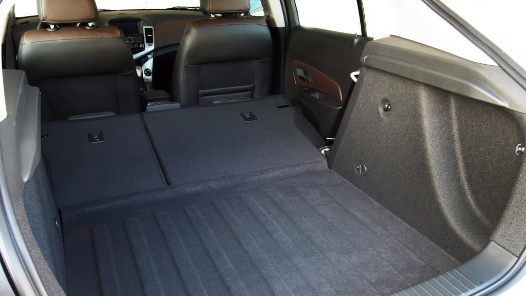 Novo Cruze 2016 Hatch -Porta malas
