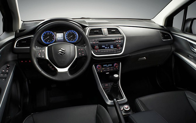 Novo Suzuki S-Cross 2016 - Interior e por dentro