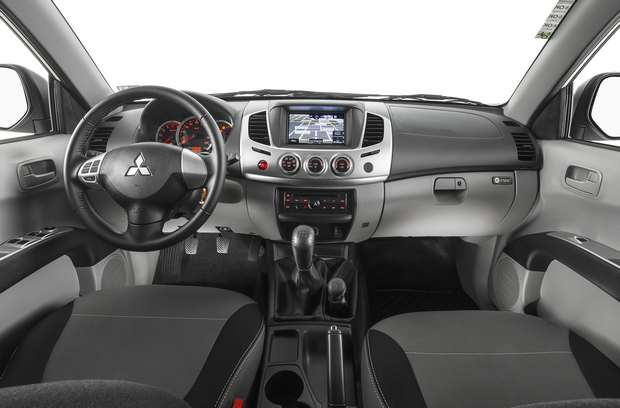Nova Triton l200 2016 Interior e por dentro