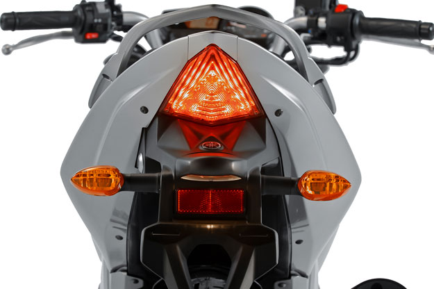 Nova Yamaha Fazer 250 2016 - Traseira