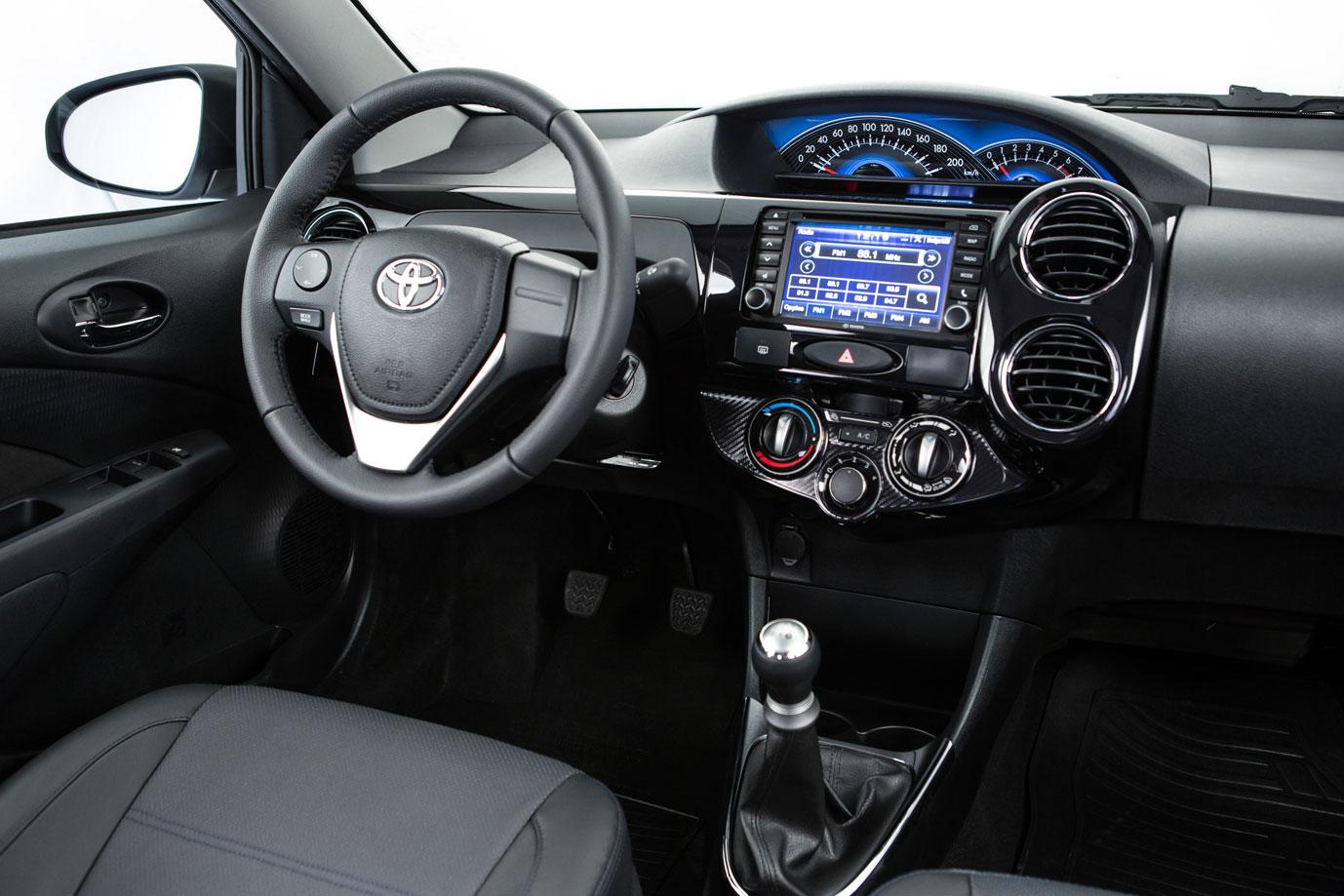 Novo toyota etios 2016 sedan pre o consumo opini es for 4 puertas xls 6mt