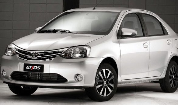 Toyota-Etios-Sedan-2017-4