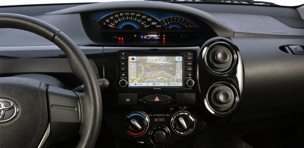 Novo Toyota Etios 2017 - por dentro