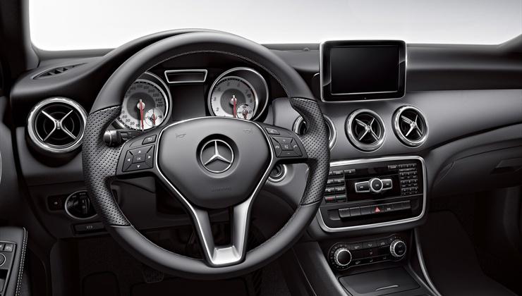 Novo Mercedes GLA 200 2017 - painel e GPS