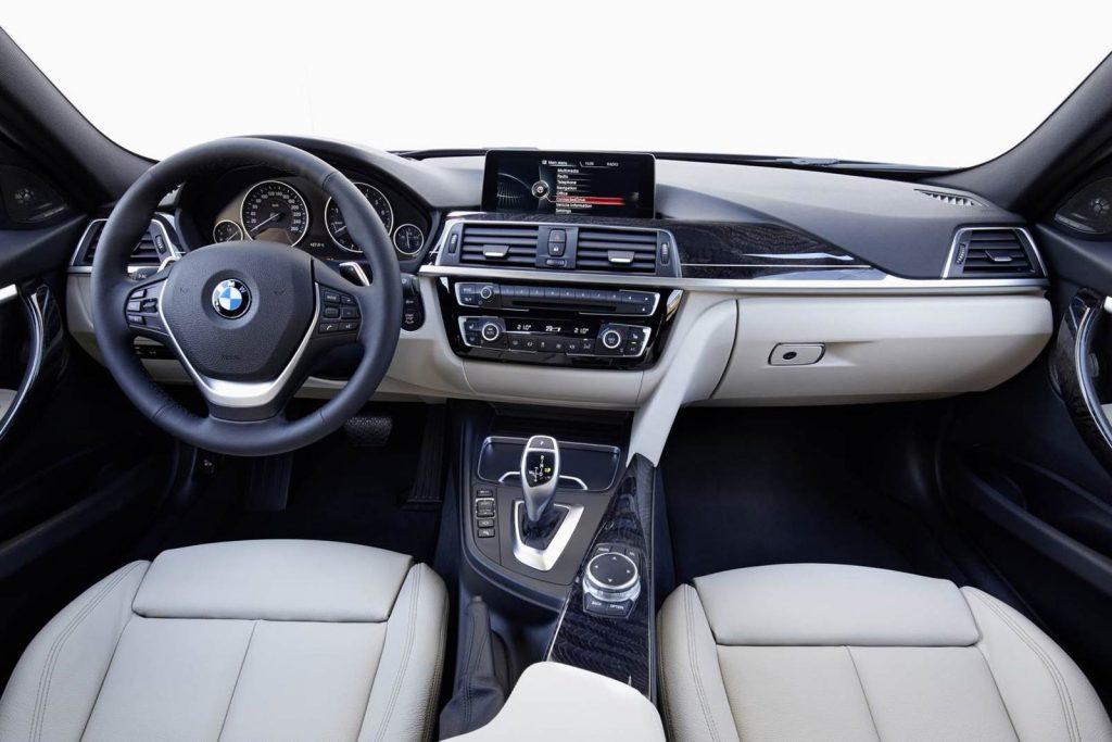 Nova BMW 320i 2017 - interior