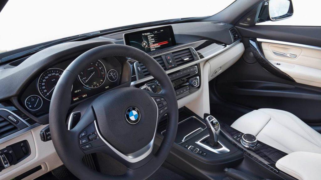 Nova BMW 320i 2017 - por dentro e painel