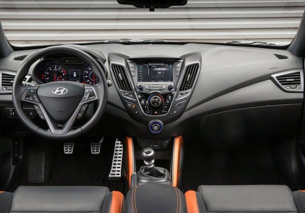 Novo-Hyundai-Veloster-2017-8