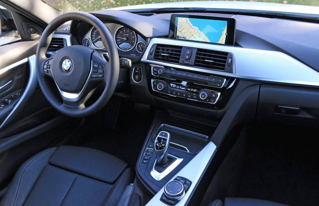 Nova BMW 328i 2017 - Painel por dentro