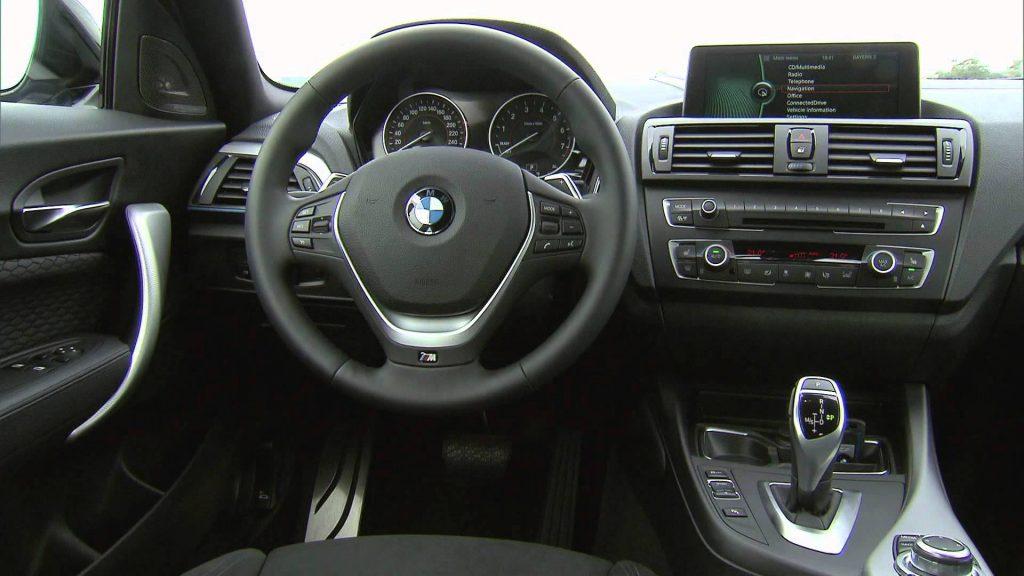 Nova BMW 135i 2017 - por dentro