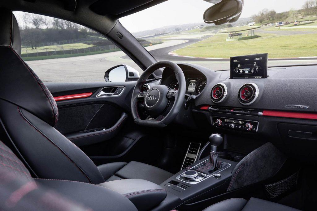 Audi RS3 Sportback 2017 - interior, por dentro
