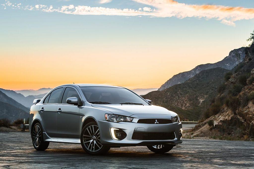 Toyota Corolla ou Mitsubishi Lancer 2017 - custo benefício
