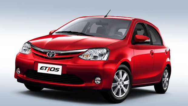 Novo Toyota Etios ou Nissan March 2018 - Comparativo
