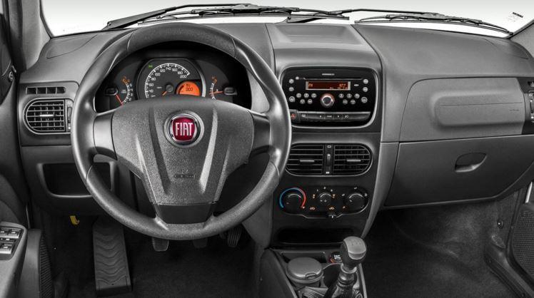Fiat Siena 2018 - por dentro