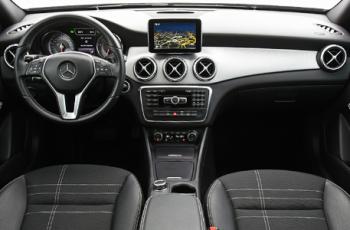 Mercedes-GLA-200-2018-7