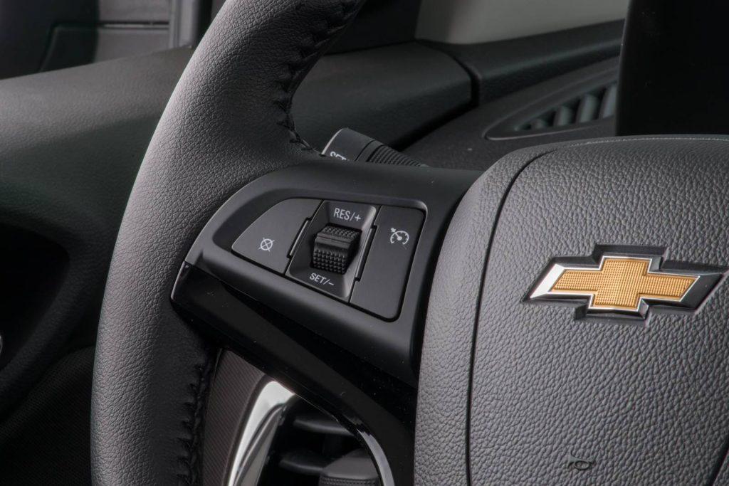Chevrolet Prisma 2019 - por dentro, painel, volante