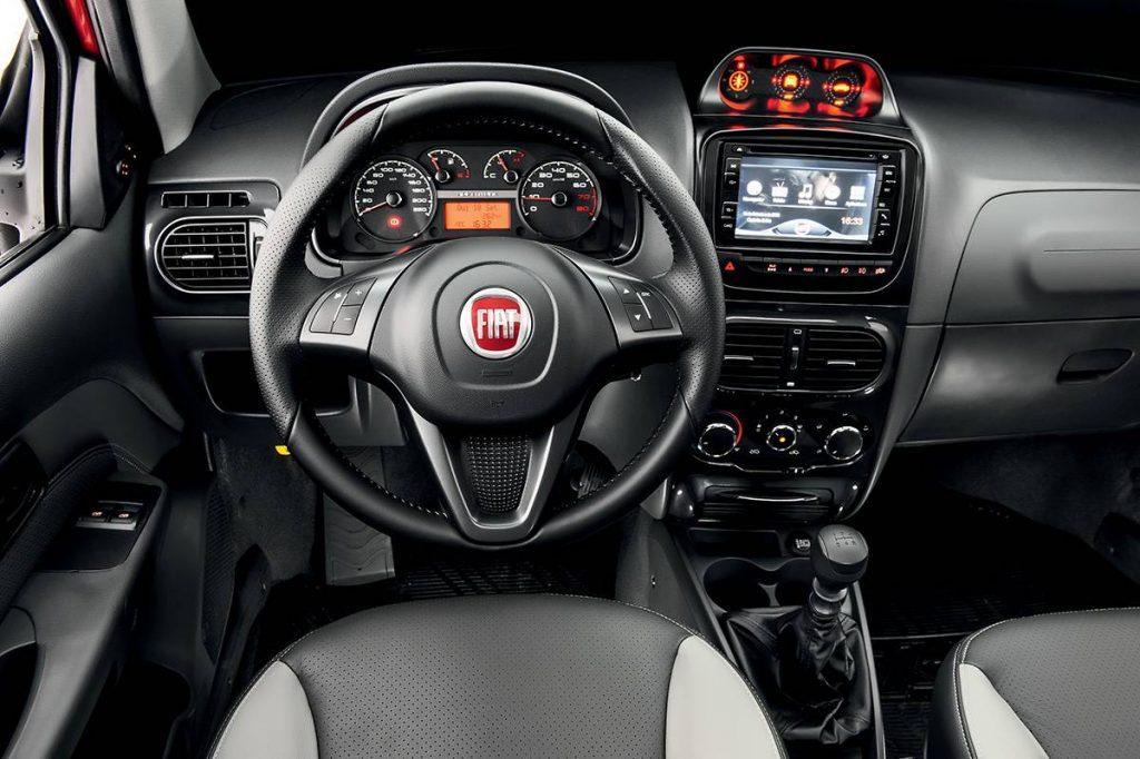 Novo Fiat Strada 2019 - interior, por dentro