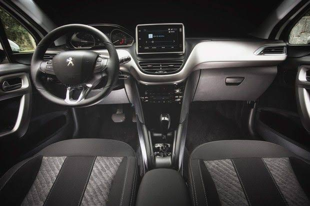 Novo Peugeot 208 2020 - Interior, itens de série